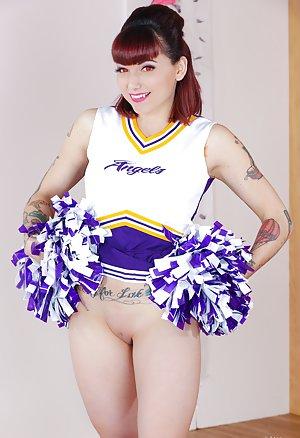 Nude Cheerleader Pics